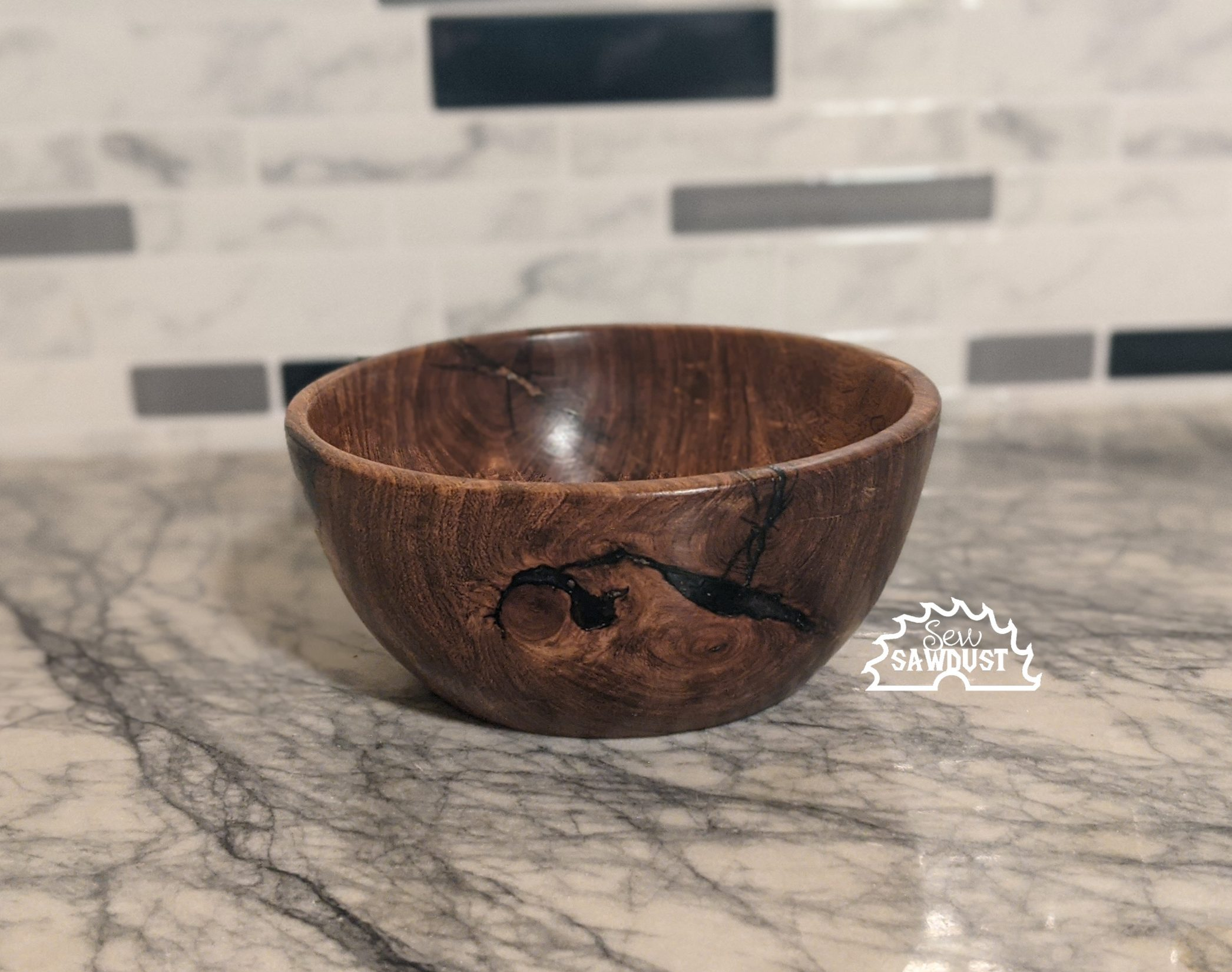 sew sawdust makes a bowl using mesquite wood